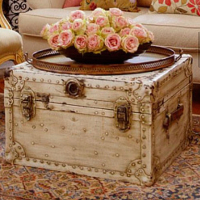 Trunk. Coffeetable. One in the same. Can I have all of this in my house now?! Image via Pinterest.