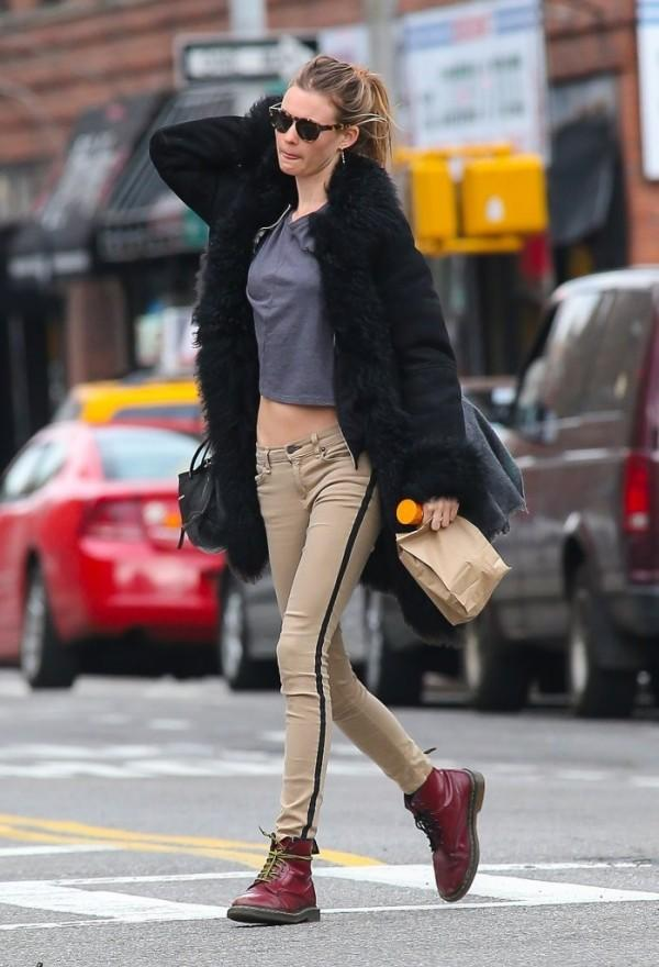 Hottie Behati! Behati Prinsloo looks amazing in her casually-styled tuxedo jeans by Rag & Bone. Image Credit.