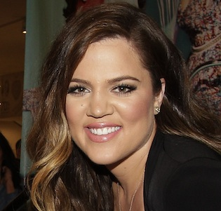 So pretty, Khloe! Image via Zap2It,