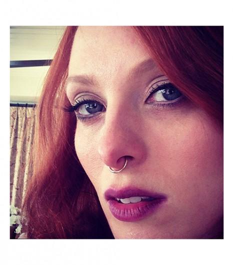 Karen Elson snaps a selfie.