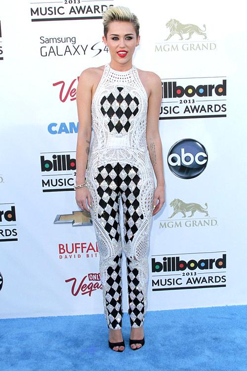 Miley+Cyrus+Billboard+Music+Awards+Balmain+1