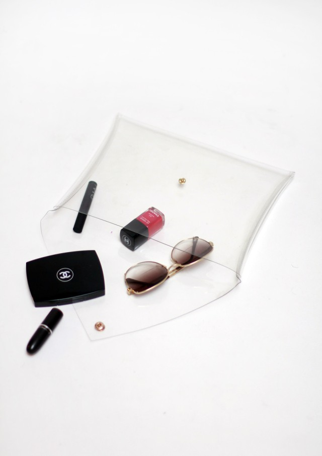 A transparent clutch, a little Chanel, and summer sunnies are everything a trendy girl needs. Image Credit