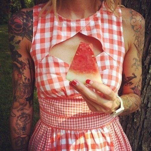 Rock your gingham, girl. Image Credit.