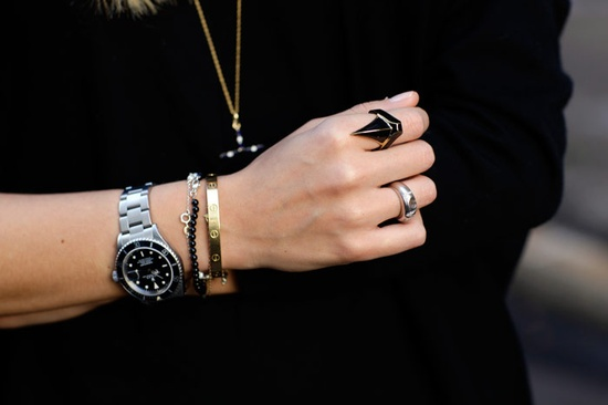 Another take on mixed metallics: silver, gold, and a bit of ebony enamel. Love. Image via Pinterest.