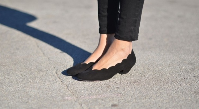 Who says short can't mean stylish? These scalloped low heels are both fashionable and comfortable, AKA perfection. Image via Pinterest.