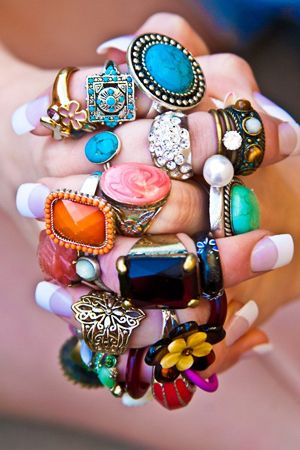 Statement rings. It's love. Image via Pinterest.