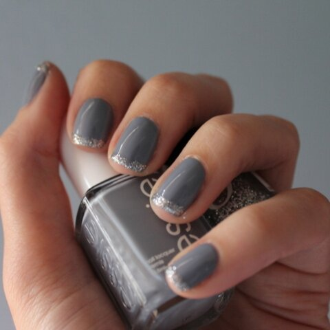 Essie & Orly combine in this sparkle-spiked,  holiday-apropos manicure. Image via Twitter.