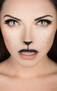 Achieve this seductive look with just eyeliner, mascara, and lipstick!